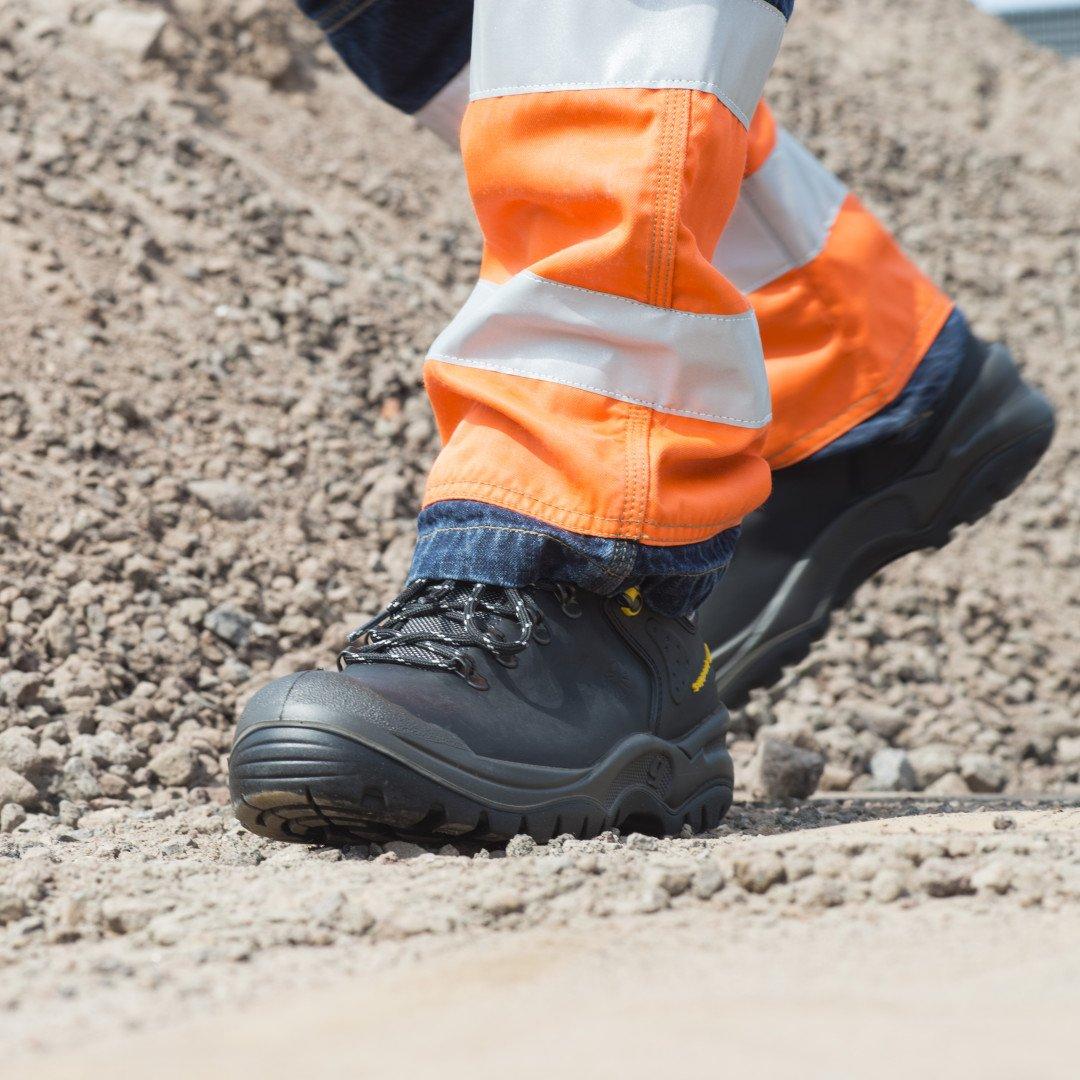 Arbeitsbekleidung & Sicherheitsschuhe